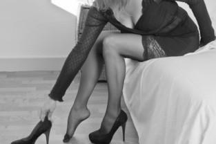 Modèle lingerie OMi Bas Noir et Blanc